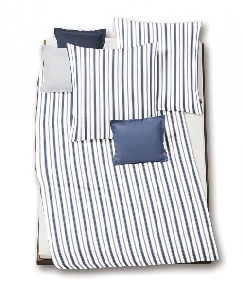 Weiß-blau gestreifte Seersucker Sommerbettwäsche - bügelfrei - von fleuresse rio 155x200
