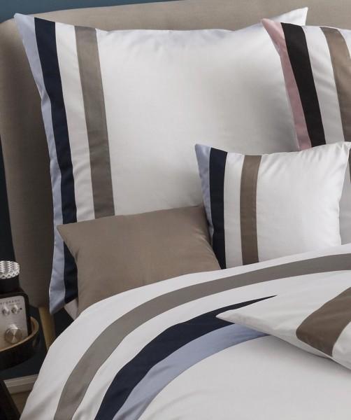 fleuresse colours k - weiße MakoSatin Bettwäsche mit Streifen in Blau Grau