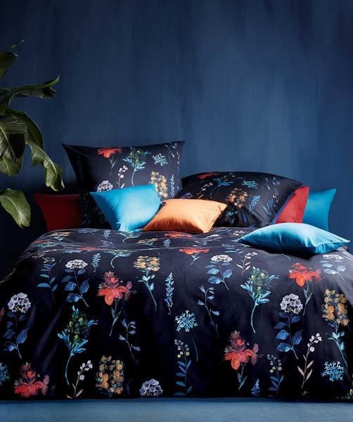 Designer Blumen Bettwäsche mit Wende von fleuresse bed art in Blau 155x220