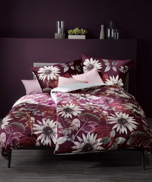 Luxus Blumen Wendebettwäsche von fleuresse bed art in Beere 155x220