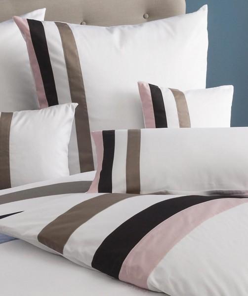 fleuresse colours k - uni weißes Kissen aus Mako Satin mit rosa grauen Streifen