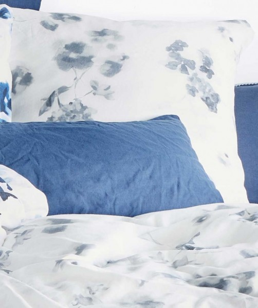 Leinen-Baumwolle Bettwäsche mit grauen Blumen von fleuresse provence