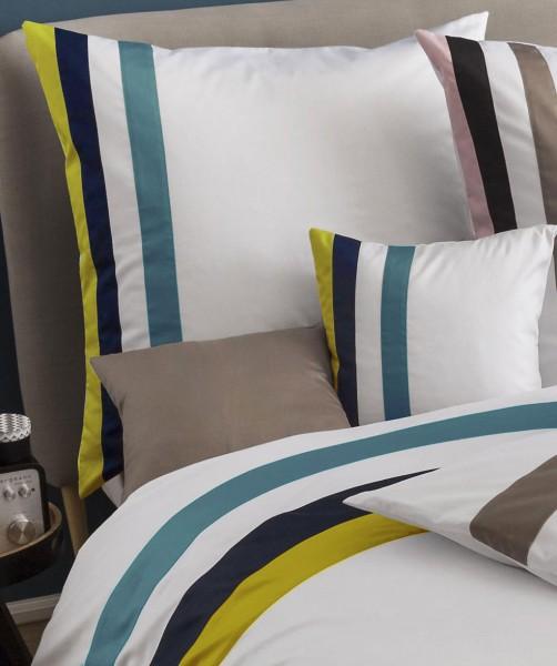 fleuresse colours k - Mako Satin Kissenbezug in Weiß - Petrol Blau gestreift